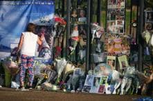 Fans Gather at Dawn to Remember Diana 20 Years After Her Death