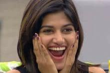 Bigg Boss Tamil: Post Her Exit, Oviya has a Special Message For Fans