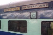 Engine of Kashi Vishwanath Exp Derails at New Delhi Station