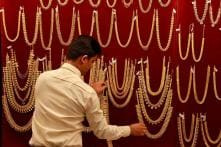 Gold Ends Year on Weaker Note, Plunges by Rs 370