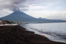 Bali Volcano Alert Raised to Highest Level, Thousands Stranded at International Airport