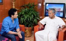 Sachin Tendulkar Invites Kerala CM Vijayan For ISL Opener in Kochi
