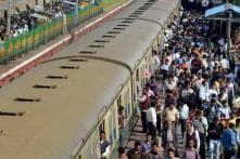 Mumbai Locals to Install Blue-light Indicators to Warn People Against Boarding Moving Trains