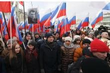 Thousands Rally in Moscow To Commemorate Slain Opposition Leader Nemstov Before Election