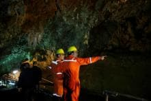 'Hang in There!' Chilean Miner Who Was Trapped Underground for 69 days Tells Thai Boys