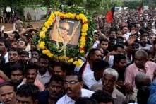 Watch LIVE: Karunanidhi's Mortal Remains Being Taken to Marina Beach for Burial