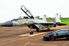 Watch Indian Air Force MIG 29 Fighter Jet Beat Lamborghini Huracan Supercar in a Drag Race [Video]