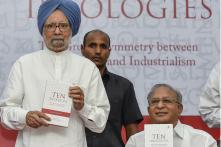 Manmohan Singh Bats for Open Economy, Criticises US and China Over Protectionism
