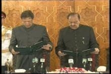 Imran Khan Struggles With Urdu While Taking Oath as Pakistan PM as Wife Bushra Maneka Looks On
