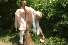 PM Modi Launches 'Swachhata Hi Seva Abhiyan', Picks Up the Broom at Ambedkar School