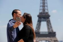 10 Popular Places Around the World for Taking Selfies