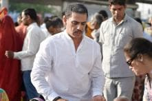 Probe Agency Seeks Non-bailable Warrant Against Robert Vadra's 'Front Man'