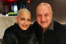 See Sonali Bendre and Anupam Kher Twin from Head to Toe in New Photos