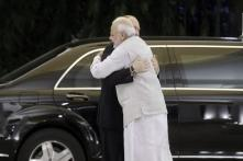 PM Modi Welcomes Putin in India With a Hug, Focus on S-400 Missile Deal Amid US Sanctions Threat