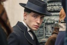 Fantastic Beasts: The Crimes of Grindelwald Star Ezra Miller Pretends to be Happy