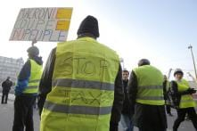 One Killed, Dozens Injured in France in Protests Against Rising Fuel Taxes