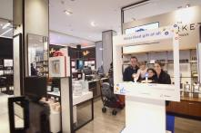 Facebook Opens First Pop-Up Stores in The US: Watch Video