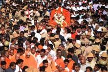 Warring Politicians Unite to Demand Bharat Ratna for Apolitical Shivakumara Swami After Death