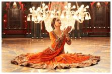 Madhuri Dixit Fans, the Diva Has Planned an International Dance Day Challenge For You
