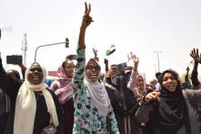 Sudanese Defy Curfew to Demand New Military Rulers Quit