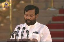 Ram Vilas Paswan Takes Oath in Modi 2.0 Cabinet