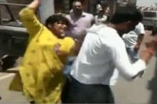 Jamshedpur Woman Thrashes Man With Slipper for Posing as Anti-Corruption Officer, Demanding Rs 50k