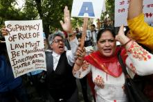Activists, Lawyers Protest Outside SC Against Clean Chit to CJI in Sexual Harassment Case; 55 Detained