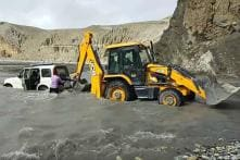 Forget #JCBKiKhudai and Watch a Real JCB Rescue Mahindra Scorpio – Watch Video