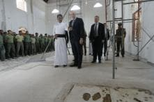 Aussie Home Minister Peter Dutton Lays Wreath at Bombed Sri Lankan Church