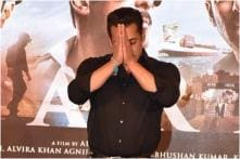 Salman Khan Slaps Security Personnel While Interacting with Fans