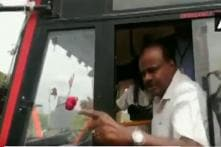 'You Vote for Modi But Come to Us With Problems': HDK Loses Cool After Protesters Block His Bus