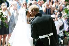 PHOTOS| Prince Harry and Meghan Markle's Royal Wedding Kiss