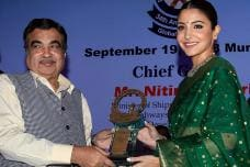 Anushka Sharma Receives Smita Patil Award For Best Actor