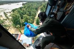 Kerala Floods LIVE: Army Officer Applauds Rescue Team, Says 'My Boys Reached Where Copters, Lights Can't'