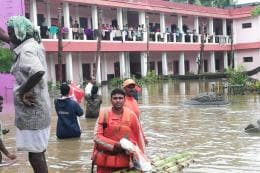 Kerala Floods LIVE: Ensure Migrants Workers Are Not Left Behind, Says CM as Locals Join Hands for Relief Work