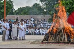 Daughter Lights Pyre of Atal Bihari Vajpayee as Foreign Allies, Politicians Join a Nation in Mourning