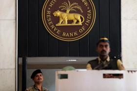 RBI Raises Currency Derivative Trade Limit to USD 100 Million