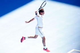 Australian Open: Roger Federer Powers On, 3 Games Away from Retaining Title