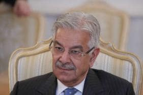 Pakistan Foreign Minister's Face Blackened with Ink by Religious Fanatic