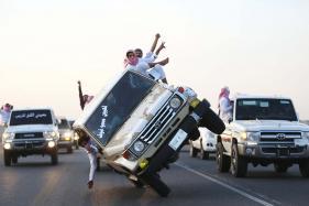 Sidewall Skiing: Saudi Arabian Men Demonstrate Dangerous Stunts