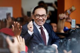Malaysia's Anwar Ibrahim Pardoned, Walks Out of Hospital