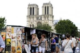 Paris Open-Air Booksellers Push For UNESCO 'Intangible Heritage' Status