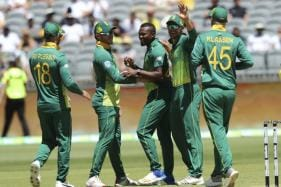Ruthless South Africa Draw First Blood With a Six-wicket Hammering of Australia