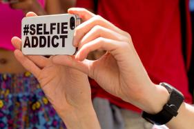 Why Do Women Take 'Sexy Selfies'? Study Says it's Because of Economic Inequality