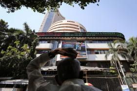 Rs 1 Lakh Crore of Investor Wealth Wiped Out as Market Crashes by Over 500 Points