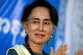 Myanmar's Suu Kyi Defends Jailing of Two Reuters Journalists