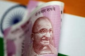 Rupee Hits Record Low, Dealers Say RBI Intervention Mild