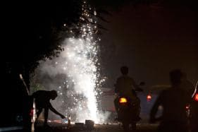 Kolkata Air Quality Dips to 'Very Poor', 93 Arrested for Bursting Crackers Till Midnight On Diwali