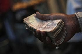 Rupee Gains Against Dollar in Early Trade Amid Foreign Fund Inflows