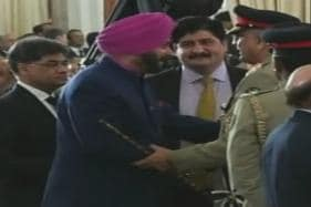 As Sidhu Defends Hugging Pak Army Chief, Punjab CM is Not Pleased With His Explanation